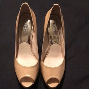 MICHEAL KORS NUDE PUMPS